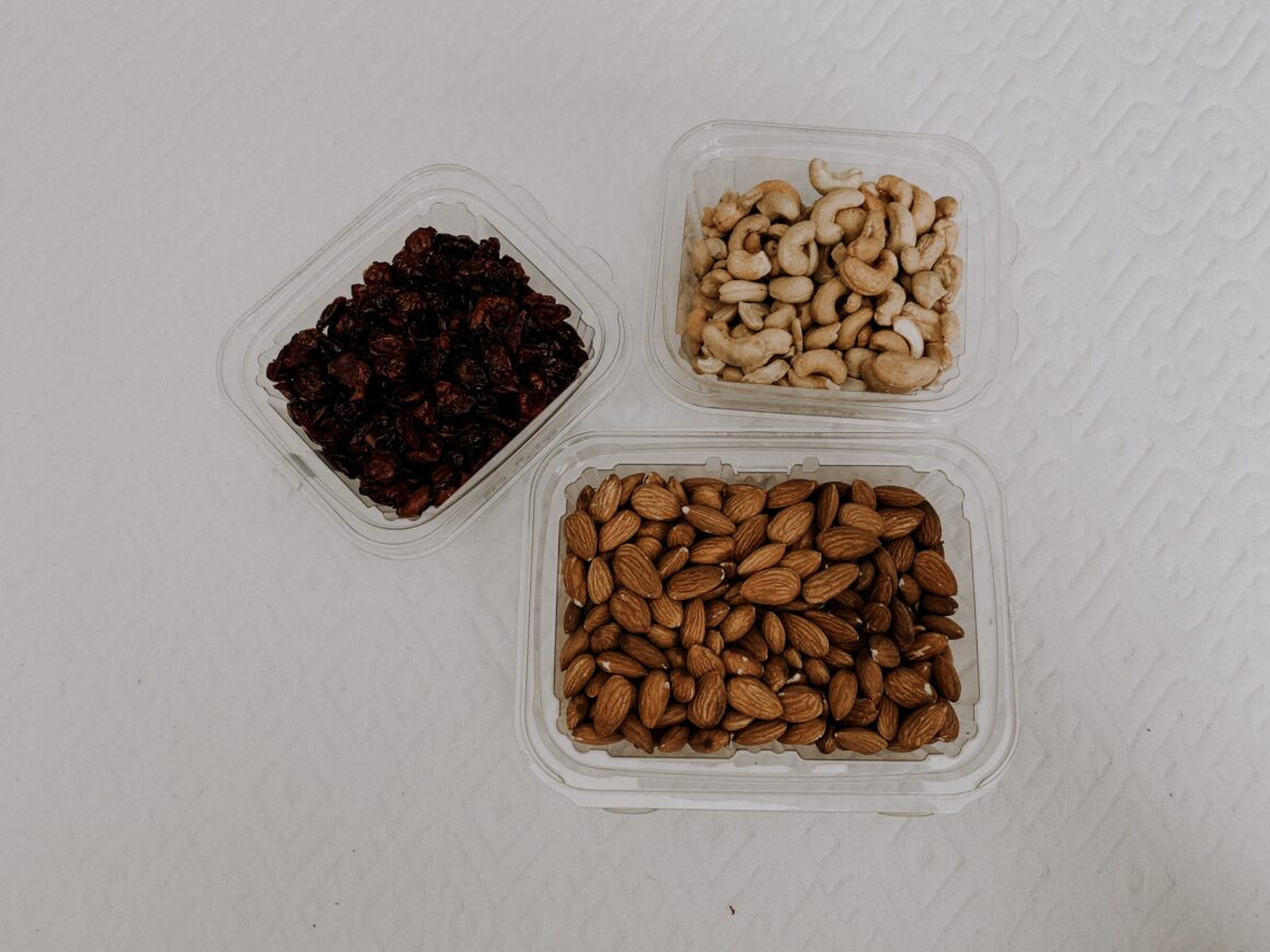 stasher bag. stasher. eco friendly plastic bags. Snack bags. Clear snack bags. Eco-friendly snack bags. Travel snacks. Things to pack on a flight. Snacks to pack on a flight. Snacks to travel with. snacks in travel bag. healthy snacks in bag. cashews. ALmonds. Cranberries. Nut mix. homemade nut mix. travel nut mix.